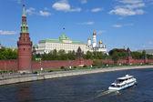 Московский Кремль и Москвы-реки. — Стоковое фото