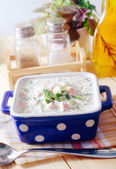 Close-up de russian sopa de legumes frio em iogurte (láctea) base - okroshka — Foto Stock