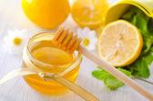 Honey and lemon — Stock Photo