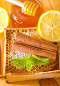 Honey and cinnamon — Stockfoto