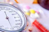 Manometr and pills — Stock Photo