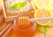 Fresh honey — Stockfoto