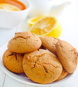 Sweet cookies with fresh tea — Stock Photo