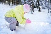 Girl in the winter park — Stock Photo