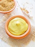 Moutarde dans un bol — Photo