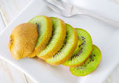 Sliced kiwi fruit on a plate — Foto Stock