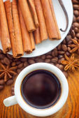 Fresh aroma coffee in the white cup, coffee and cinnamon — Stock Photo