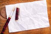 Arkusz notatki i pióra — Zdjęcie stockowe
