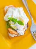 Close Up of Poached Delicious Egg with Whole Grain Bread — Stock Photo