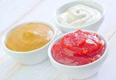 Saucen in schalen — Stockfoto