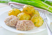 Potato and cutlets — Stock Photo