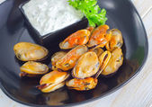 Mussels with sauce — Stock Photo
