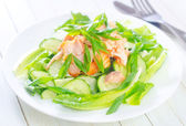 Salad with salmon and cucumber — Stockfoto