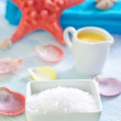 Sea salt and shells — Stock Photo