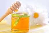 Honey in a glass jar — Stock Photo