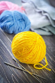 Knitting wool and needles — Stock Photo