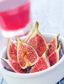 Figs and juice — Stock Photo