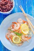 Salada com camarões — Fotografia Stock