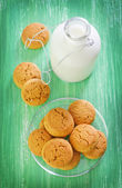 Milk with cookies — Stock Photo