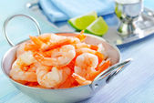 Shrimps in the pan — Stock Photo
