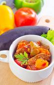 Gebackenes fleisch und gemüse — Stockfoto
