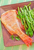 Fried fish with green beans — Stock Photo