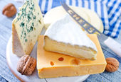 Cheese on a board — Stockfoto