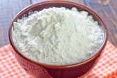 Flour in bowl — Stock Photo