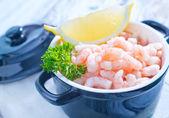 Shrimps with lemon — Stock Photo