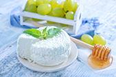 チーズと蜂蜜 — ストック写真
