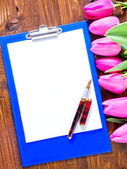 Tulips and note — Stock Photo