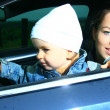 Mother and son in a car — Stockfoto