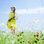 Beautiful girl in green field — Stock Photo