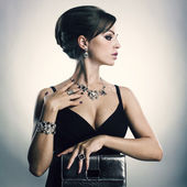 Beautiful woman with evening make-up. Jewelry and Beauty. Fashion photo — Stock Photo