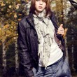 Portrait of beautiful young woman in autumn park — ストック写真