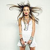 Mooi meisje met bijouterie. mode foto — Stockfoto
