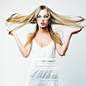 Beautiful blond woman in glasses — ストック写真