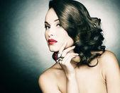 Güzel bir kadınla akşam makyaj — Stok fotoğraf