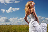 Portrait of beautiful blond woman in a field — Stock Photo