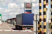 Border crossing checkpoint between Ukraine and Russia — Stock Photo