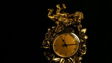 Time clock running to twelve — Stock Video