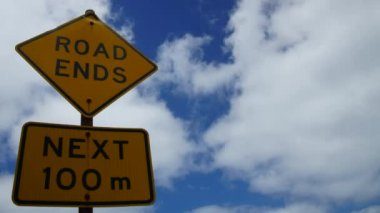 """Road sign """"Road ends"""" — Stock Video"""