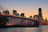 New york city brooklyn bridge i manhattan panoramę — Zdjęcie stockowe