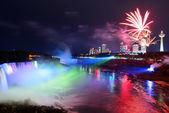 Niagara falls i fajerwerki — Zdjęcie stockowe