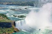 водопады и лодка — Стоковое фото