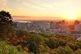 Montreal sunrise viewed from Mont Royal with city skyline in the — Stock Photo