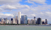 Chicago skyline over Lake Michigan — Stock Photo
