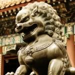 Bronz aslan heykeli — Stok fotoğraf
