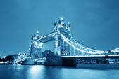 Tower bridge bei nacht — Stockfoto
