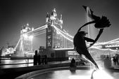 Tower Bridge and statue — Stock Photo